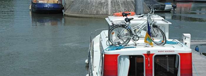 Slow boating along the Charente