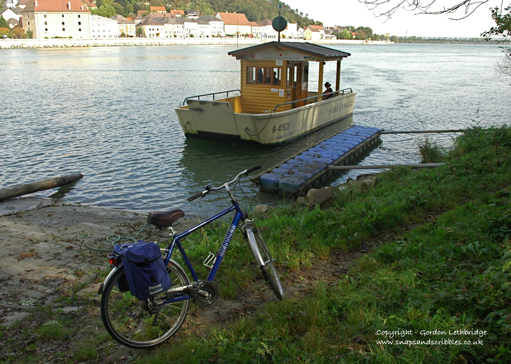 The cyclists ferry at Mauthausen