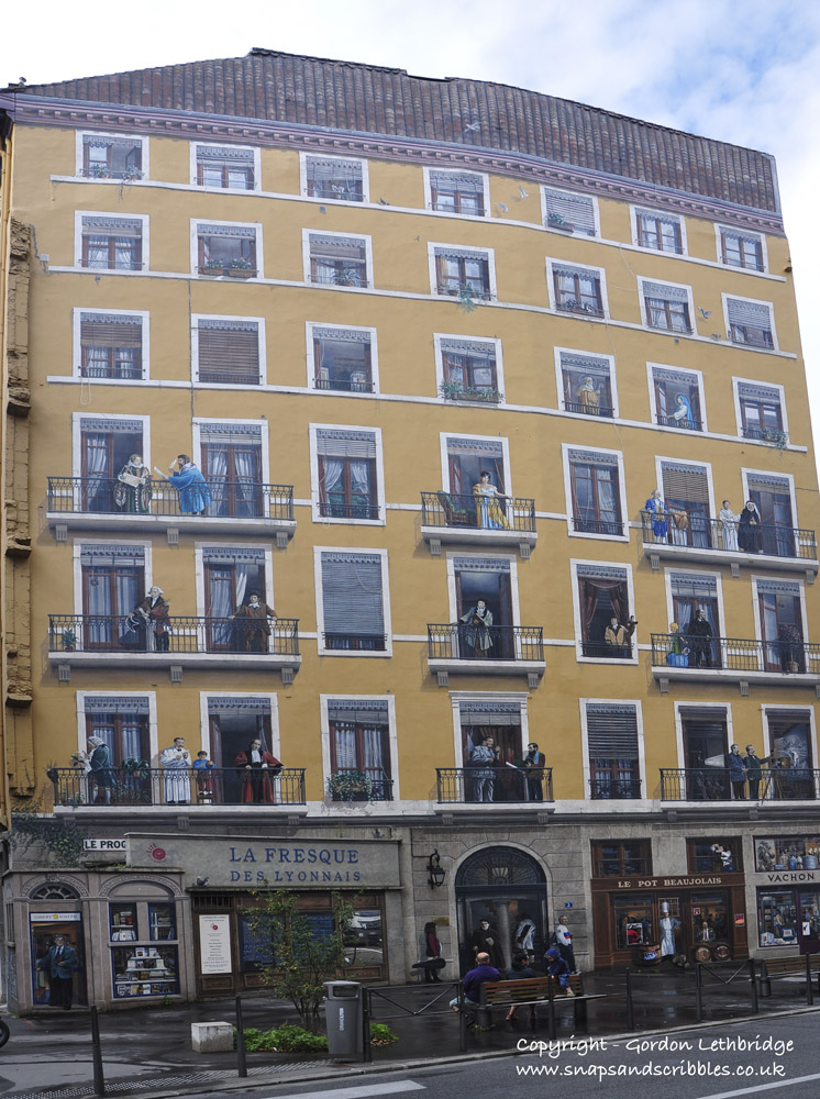 La Fresque des Lyonnais tracing the history of Lyon through its famous citizens