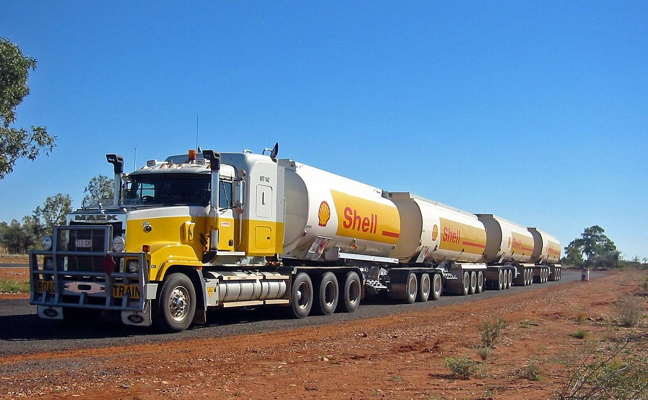 Four trailer, 44 wheeler fuel carrying road train © Thomas Schoch - source: http://commons.wikimedia.org