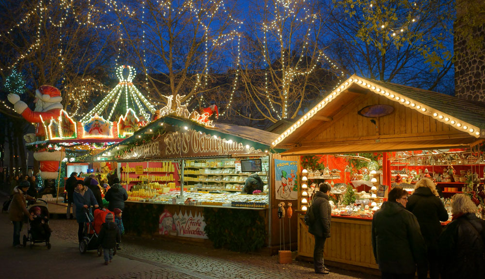 The Christmas market at Cologne - one of the cities along the Rhine © www.depositphotos.com/stefan.bernsmann