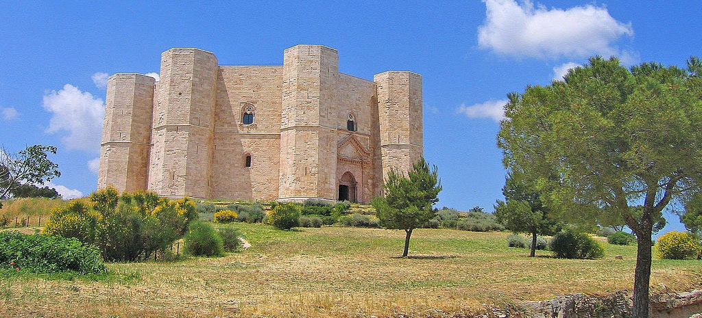 Puglia Castel del MonteBy Guido Radig (Own work) [CC BY 3.0], via Wikimedia Commons